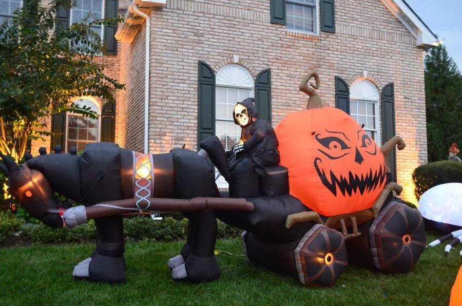 A+creepy+blow+up+Halloween+decoration.