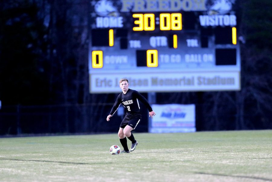 Picture+by+Chong+Chung%0A%0AJunior+Andrew+Weatherly+dribbles+down+the+field+during+the+boys+varsity+soccer+game+against+Rock+Ridge.+