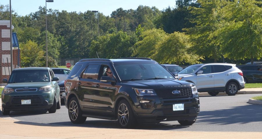 Cars begin to build up in the traffic circle during the end of school. Photo by Tyler Byrd.